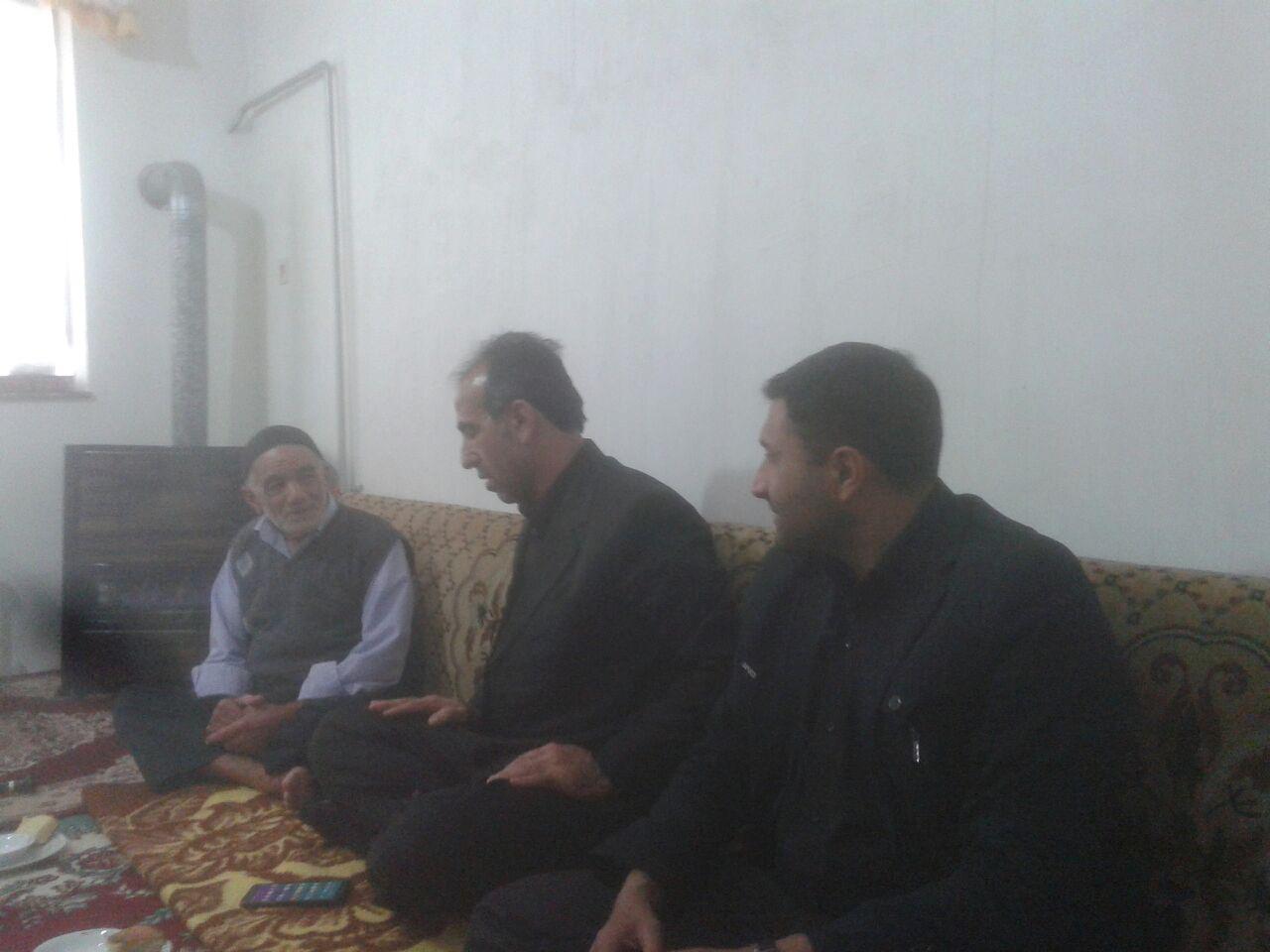دیدار بخشدار و فرمانده بسیج چهاردانگه با خانواده شهید طاهری  مزده