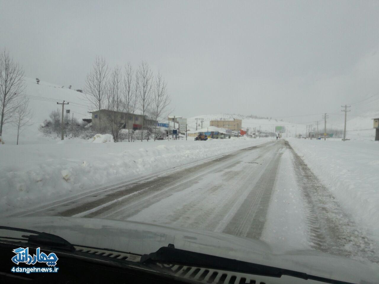 ادامه بارش باران و برف در چهاردانگه/ لغزنده بودن محور کیاسر و راههای روستایی