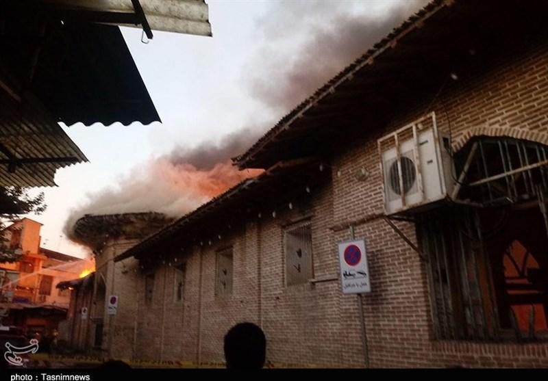 بیش از 10 مغازه اطراف مسجد جامع ساری کامل آتش گرفت