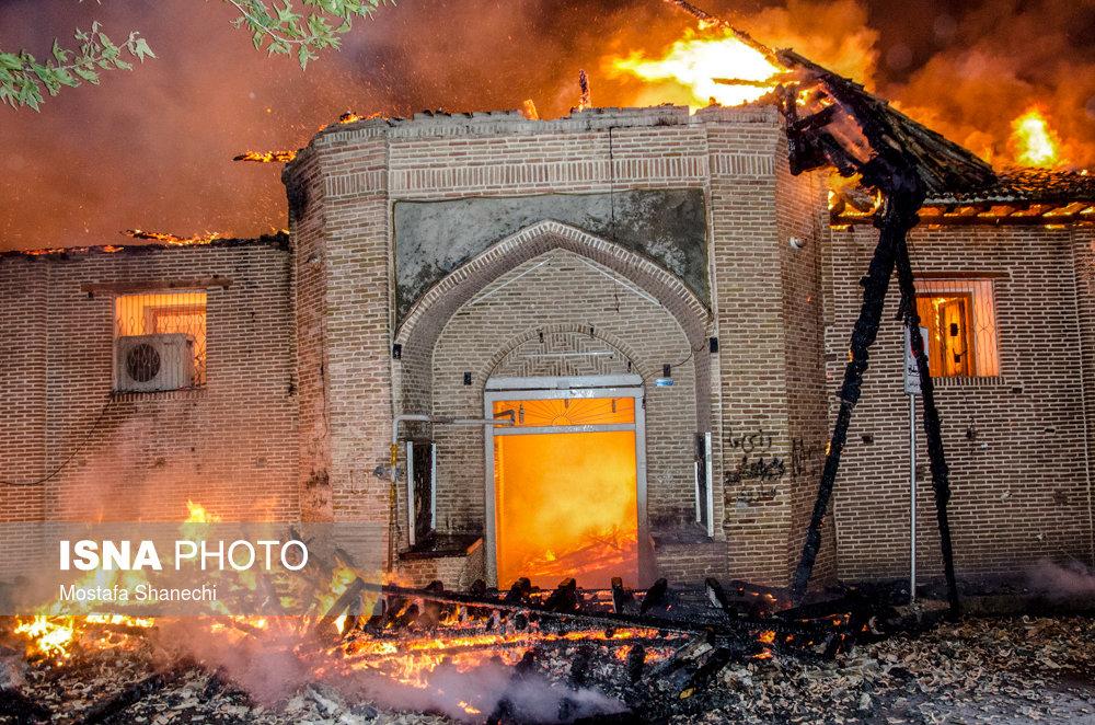 مسجد جامع ساری در آتش سوخت