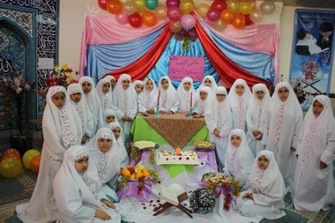 جشن تکلیف دانش آموزان دختر پایه سوم ابتدایی مدارس چهاردانگه برگزار شد+ تصاویر