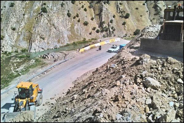 محور کیاسر باز و در بعضی نقاط تک لاین و رانندگی با احتیاط