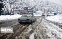 محور سوادکوه مسدود شد/ بارش برف در محورهای کندوان، هراز و کیاسر