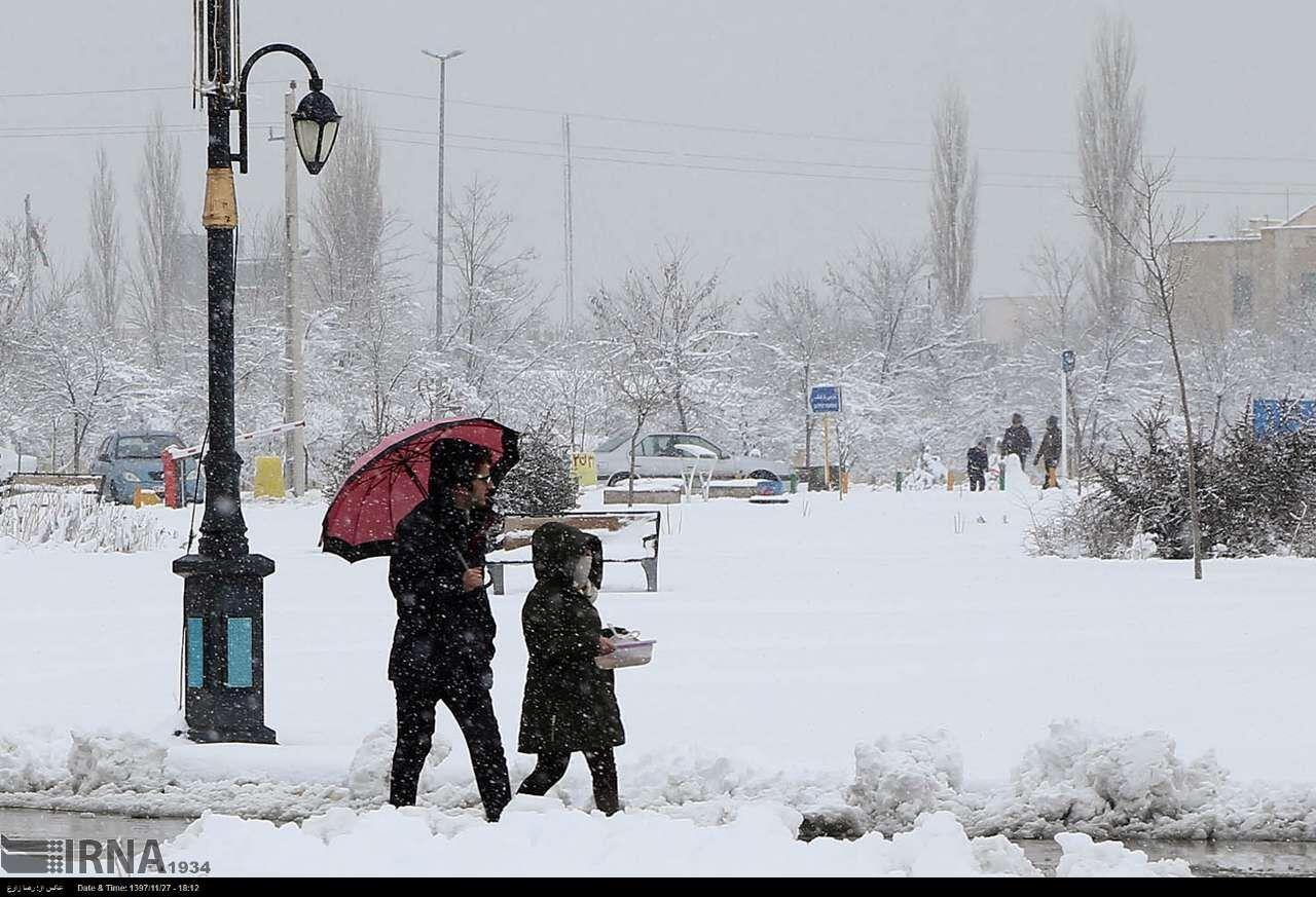 برف-مدارس-کلاردشت-را-برای-روز-یکشنبه-تعطیل-کرد.jpg