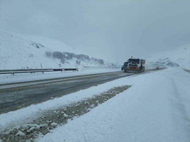 بارش برف در محور کیاسر/یکطرفه شدن محور هراز