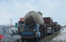 برف و باران ترافیک جادههای کوهستانی مازندران را سنگین کرد