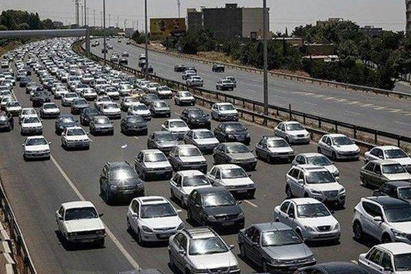 ترافیک سنگین آزادراه کرج-تهران/ بارندگی در جادههای تهران و البرز