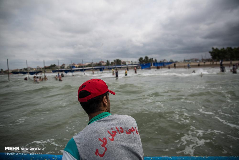 نجات ۴۴ نفر از غرق شدن در دریای مازندران
