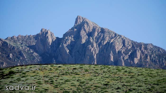 پاکسازی دامنه های قله شاهدژ توسط گروه کوهنوردی سادوا
