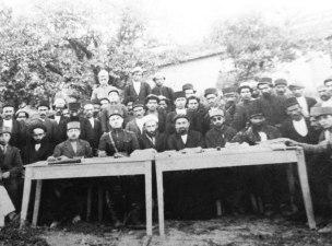 عکس قدیمی و تاریخی از جلسه ای مهم در بخش چهاردانگه - سال ۱۳۰۴