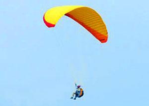 پرواز با پاراگلایدر بر فراز روستای اراء !