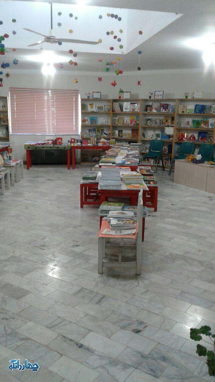 برگزاری نمایشگاه کتاب و نوشت افزار به مناسبت هفته کتاب و کتابخوانی