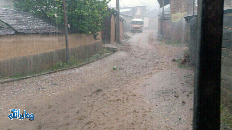 خسارت سیل به راهها و مزارع منطقه چهاردانگه ساری