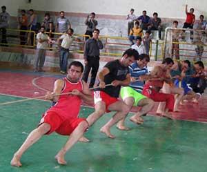 مسابقه طناب کشی در شهر کیاسر برگزار می شود